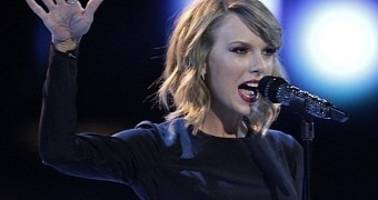 "Taylor Swift Brings the Crazy to The Voice with ""Blank Space"" Performance – Video"